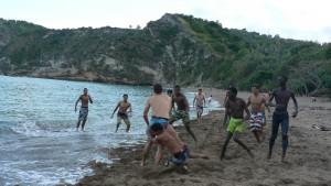 Après-midi détente sur la plage de Moya